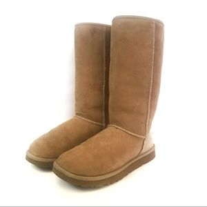 Gently used Size 8 tall original UGG boot